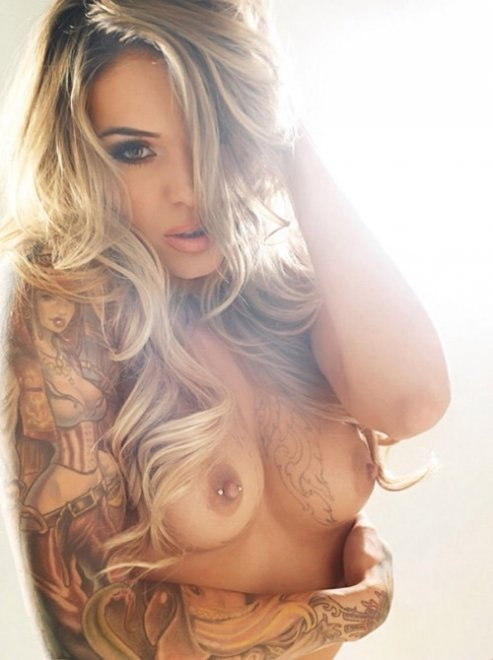 amateur photo Perfect tatted and pierced girl