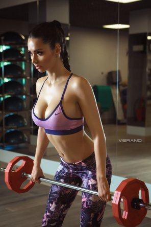 amateur photo Helga Lovekaty gives the men at her gym fearections