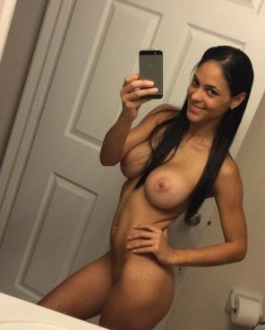 amateur photo Hot, Latin amateur takes a selfie