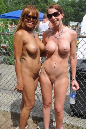 amateur photo Posing nude in public is better with a friend