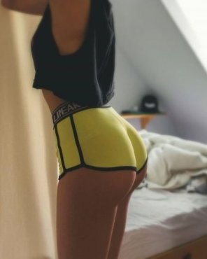 amateur photo Yellow yoga shorts pulled up