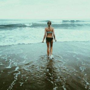 amateur photo Into the ocean.