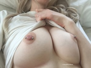 amateur photo [Image] Sleepy tits