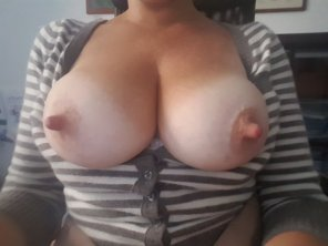 amateur photo Original Contentbursting out