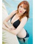 amateur photo Lisa Foiles at the pool