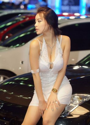 amateur photo Her Cleavage Looks Nicer Than the Car