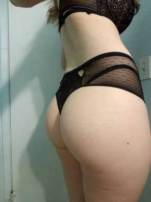 amateur photo I love black underwear. 😈