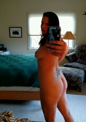 amateur photo Hot tattooed burlesque dancer naked mirror selfie