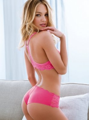 amateur photo Candice Swanepoel - pretty in pink
