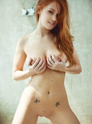 amateur photo Grabbing her tits