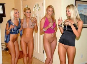 amateur photo New Trend: Bottomless Parties