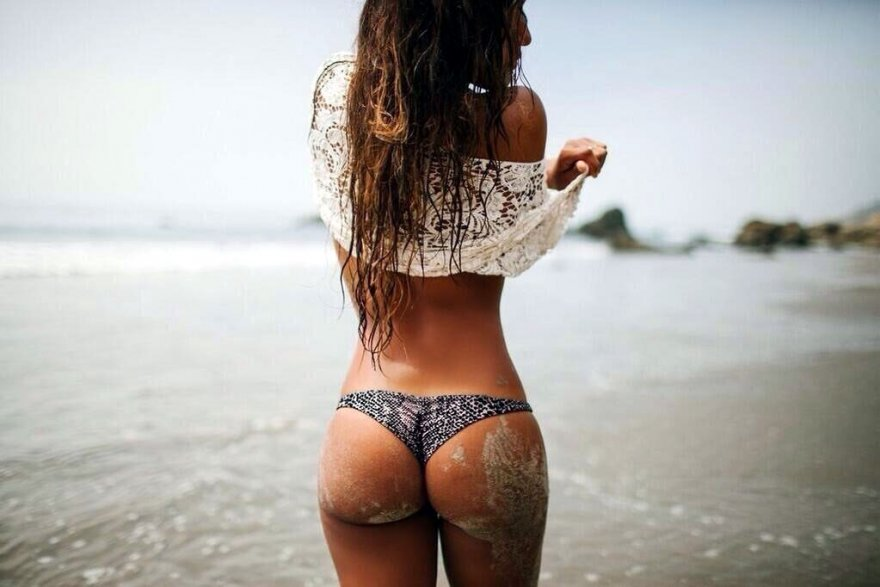 Amazing ass at the beach Porn Photo