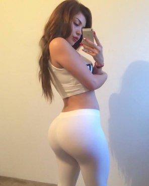 amateur photo Dem White Yoga Pants