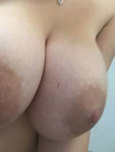 amateur photo 20yr old perfect tits...