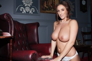 "amateur photo Stacey-Poole ""Queen of tits_Ⅱ"""