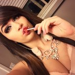 amateur photo Lollipop cleavage