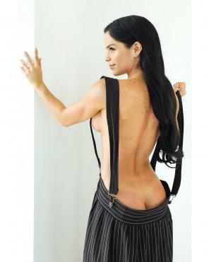 amateur photo Michelle Lewin - Butt Crack