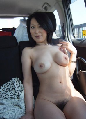 amateur photo MILF in the backseat
