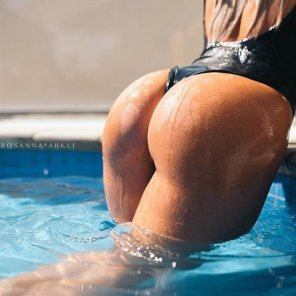 amateur photo Perfect for the pool