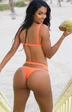 amateur photo Orange bikini