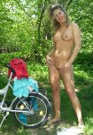 amateur photo Yvonne naked at Nature