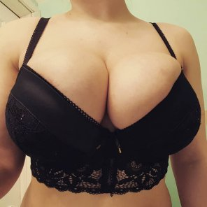 amateur photo Since everyone seemed to like the last picture with this bra I don't quite [f]it into