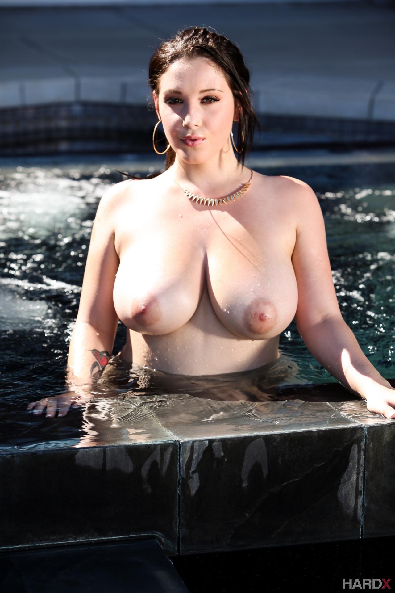 Noelle Mondoloni Nackt