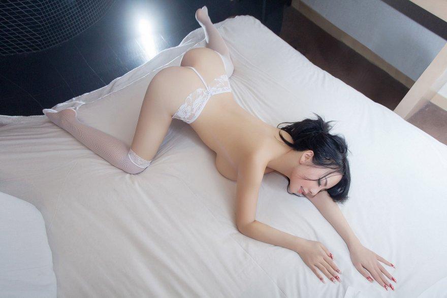 Hot Asian Babe Porn Photo