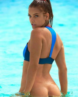 amateur photo Barbara Palvin in just a little too deep.