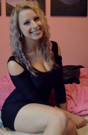 amateur photo birthday curvy blonde