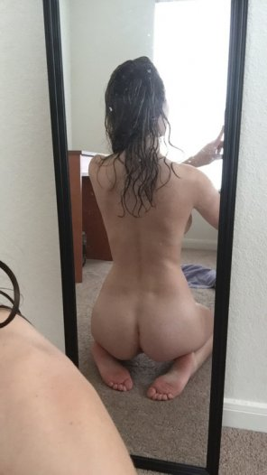 amateur photo Checking out her cute ass