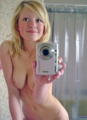 amateur photo Cutie in the mirror