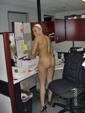 amateur photo Nude at work