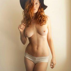 amateur photo Black hat
