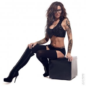 amateur photo Tattoos + boots + glasses = WOW