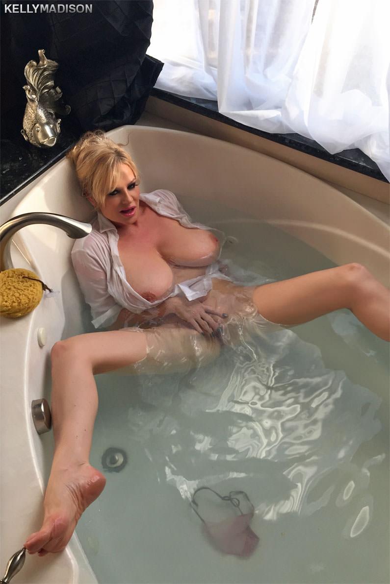 Порнстар келли абсол, висячая грудь порно фото галерея
