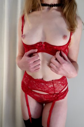 amateur photo Who wants to unwrap me for V Day? 💝