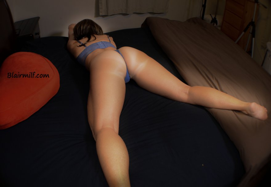 My husband loves this picture of my ass Porn Photo