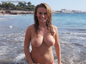 amateur photo Hottie at the beach