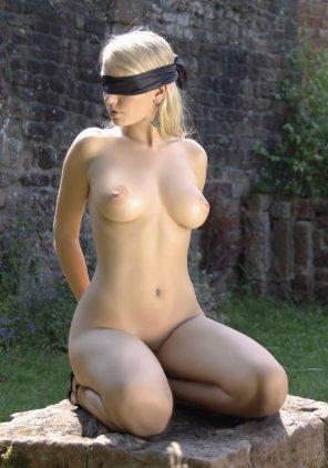 amateur photo blindfold beauty