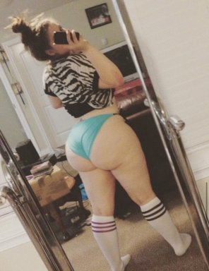 amateur photo Selfie with a massive booty
