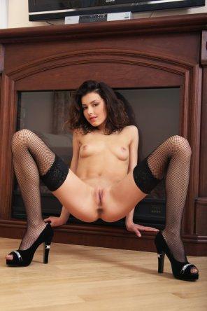 amateur photo Divina - black fishnets & heels