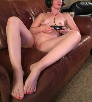 amateur photo Gamer MILF - Cum and play with me ;)