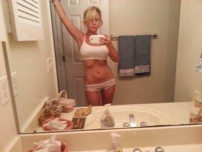 amateur photo Bathroom selfie