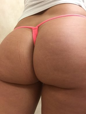 amateur photo [F] Thong of the day, coral pink thong!!! I love the color!!! Enjoy
