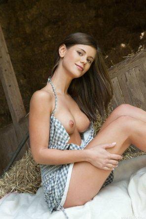 amateur photo Farm girl