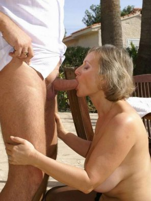 amateur photo A MILF gets in on the action