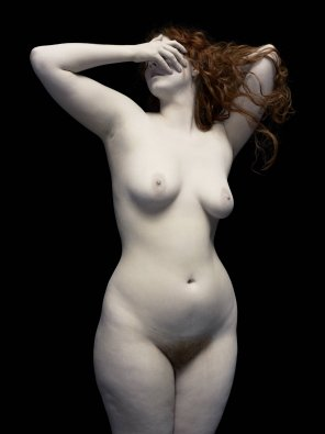 amateur photo Redheaded pale beauty with statuesque body
