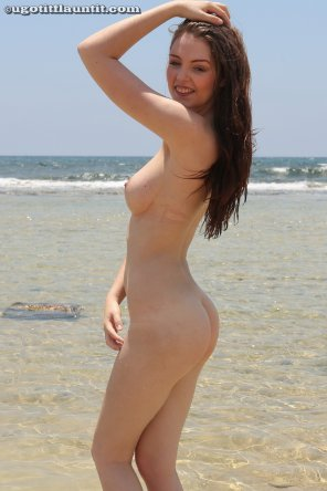 amateur photo Rosie Danvers at the beach
