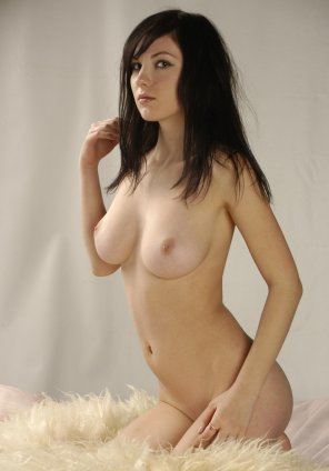 amateur photo hot brunette